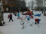 Игры на прогулке с первым снегом