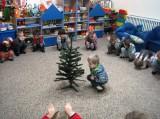Станем под елочкой В дружный хоровод, Весело, весело Встретим Новый год!